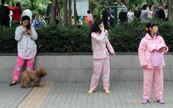 TV_China_Erdbeben_Pyjama
